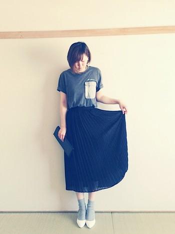 シンプルなTシャツとも好相性。 適度な透け感が上品です。