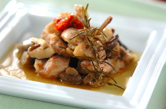 お肉を食べたいときにオススメなのがコチラ。材料をお鍋に入れて煮込むだけなので、おうちバルを楽しみながら作るのもアリ◎