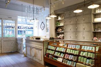 なんのお店かといいますと…なんと、「日本茶専門店」なんです!!こんなおしゃれな日本茶のお店、見たことありますか?