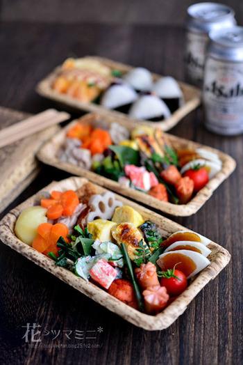 和食からデリ風、パンまで美しいお料理が並びます。  こちらはお花見用の「助弁 - 花見弁当」色鮮やかで、お花見が楽しくなりますね。