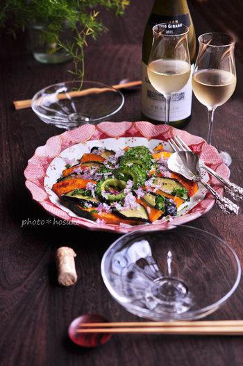 九谷焼の赤渕の大皿も美しいです。「揚げ野菜のマリネ」