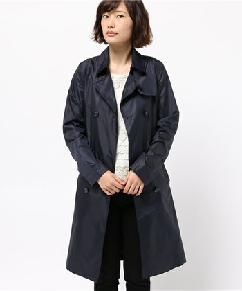 はっ水加工がばっちりなコート。 シャープなデザインなのでロングパンツと合わせてもスッキリ着こなせます。