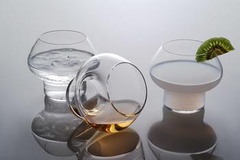 空間を魅せるグラス。