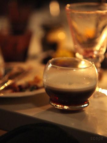 テーブルの上の食器が多くてグラグラガシャン!とやってしまうことが多いおもてなしでの場面も、背が低くて倒れずにおしゃれなグラス、重宝しそうです。
