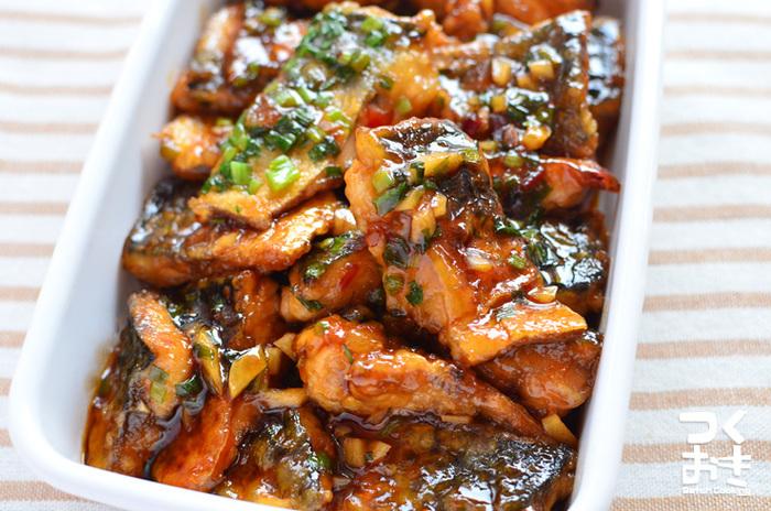 かばやき風のたれに、にんにくと豆板醤をプラス。他の青魚を代用してもOKです。  ■保存期間:冷蔵で5日