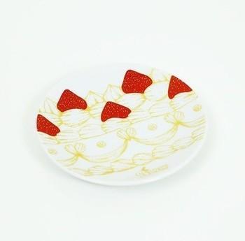 「ストロベリーショートケーキ ミニプレート」は、小さなスイーツを乗せて、あえてお皿の柄を楽しみたくなりますね。