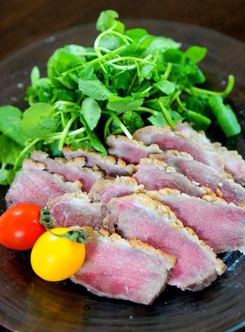 あらかじめ火を通した合鴨を、味噌に漬けておくだけのお手軽レシピ。食べごろは2~3日後だそう。