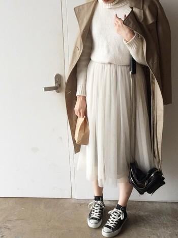 揺れるたびに可愛いシフォンスカート。ベージュと合わせて柔らかい雰囲気に。