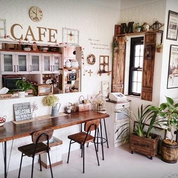 この時点ですでに立派なカフェ風キッチンカウンターです。上級者はここからどうDIYをするのかと言いますと…