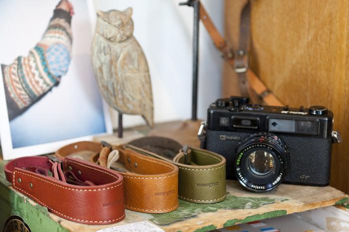 機能性に優れ、センスも良いカメラグッズが並ぶ店内。写真好きな人へのプレゼント選びで訪れる方も多いそう。