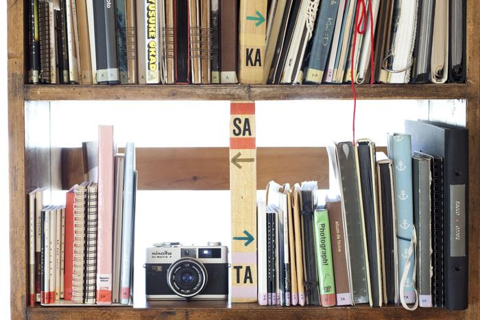 ライブラリーには、一般の方が持ち込んだフォトアルバムも展示されている。