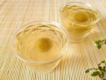 『梅酒ゼリー』  自家製の梅酒を使って、つるんとおいしい梅酒ゼリーをつくってみるのもいいですね。これからの季節にぴったりですね!