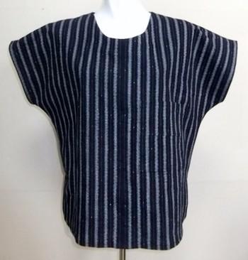 唐桟縞の着物で作られたトップス。涼しく、洗いやすい丈夫な生地なので、これからの季節にもぴったりですね。