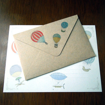 アンティークなデザインでシックな印象。 どこか遠くへいる方へのお手紙にぴったり。