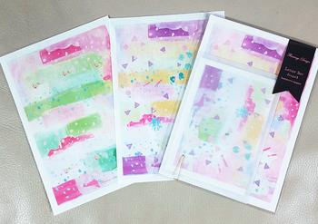 甘い色使いが乙女心をくすぐります。 トレーシングタイプの封筒に入れると便箋の柄が透けて封筒のデザインにも♪