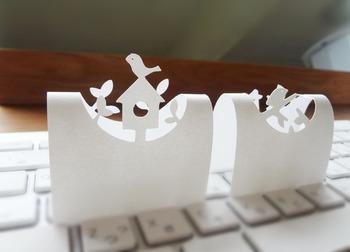 パソコンのキーボードの上やドアの隙間にも留守を伝えることのできる便利なメモ。 また名刺の代わりに、少しフランクな感じで渡すこともでき、可愛いデザインと利便性抜群。