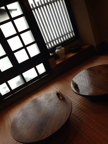 昔懐かしい民家の佇まい、丸いちゃぶ台、さりげなく配置された調度品はどれもが品が良く、日本っていいなぁとしみじみ。時間を忘れてしまいそう。