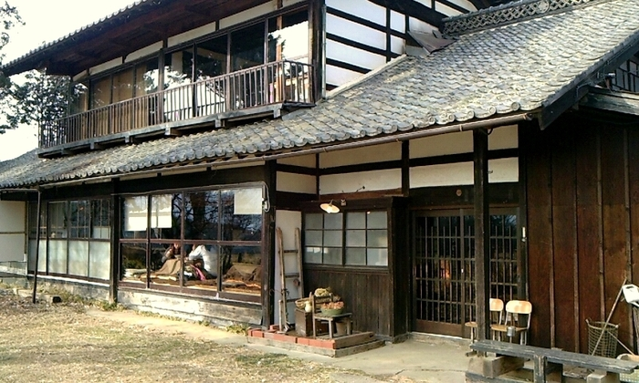 どっしりとした落ち着きある雰囲気の古民家。