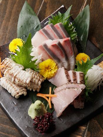 もうひとつのおすすめポイントが新鮮なお魚。お刺身に添えられるお醤油もこれまた旨し。