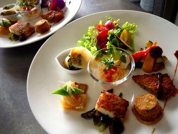 キッチンオハナのごはんは、完全植物性のビーガンでマクロビオティックの考えにもとづいて作られています。