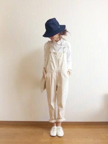 白×白で、爽やかスタイル。