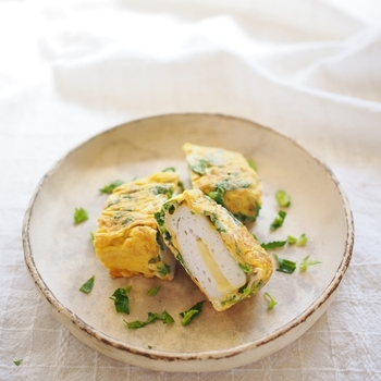 はんぺんにチーズをはさみ、卵液をつけて焼いたレシピ。中から何が出てくるのかな?とわくわく感があって楽しい♪