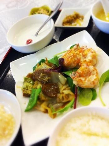 ランチセットは1000円で食べられますよ。
