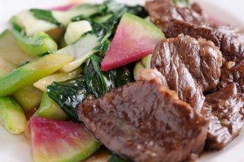 新鮮なお肉を使ったしっかりとした味付けのお料理も絶品です!