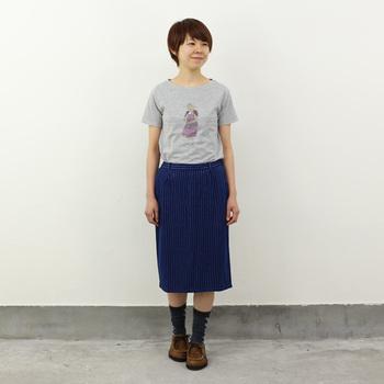 カジュアルなTシャツも、シルエットがきれいなスカートに合わせて。 お気に入りの靴下も柄をみせて履ける、嬉しいコーデ♪ 公園やお散歩などにぴったりですよ★