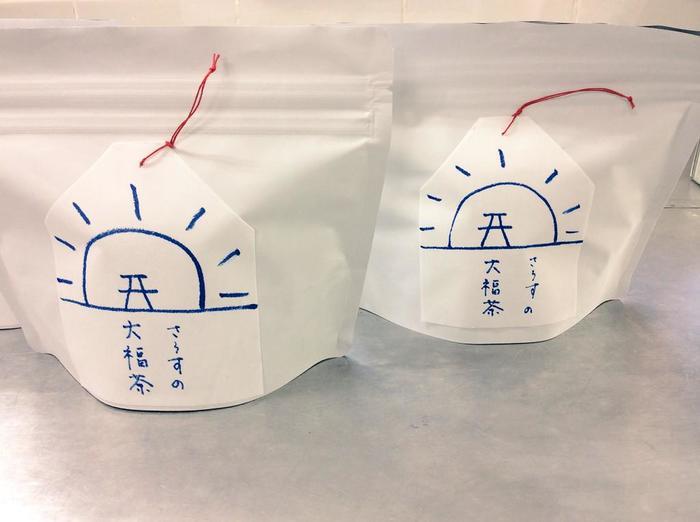 年末年始限定商品、「さうすの大福茶」。 ジャスミン茶の8g入ティーパックが5つ入っています。 ティーパックに見立てたシンプルなパッケージが可愛い。
