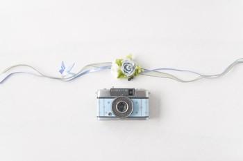 シャボン玉に想いを込めたという、ちょっと元気をくれるデザイン。 ハーフサイズカメラという、写真が2等分されるカメラだから、写真のできあがりもとってもおしゃれなんですよ☆
