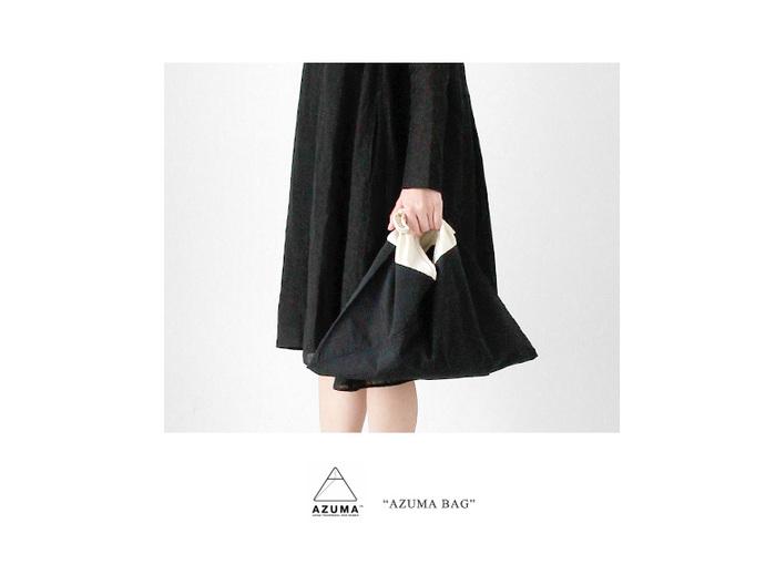 ツートンカラーが特長的な、福岡発のブランド、その名も「AZUMA」の『AZUMA BAG』。昔ながらのあづま袋を、現代のファッションにも馴染みやすいようブラッシュアップされたデザインが魅力的です。