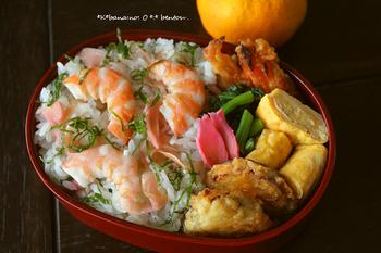 同じく甘酢漬けの生姜と共にちらし寿司というのもおすすめ。 暑い日のお弁当にも重宝するレシピです。