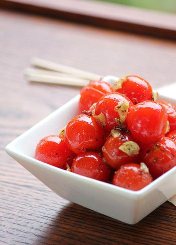 【ミニトマトのガーリック炒め】 香ばしいにんにくと鷹の爪がピリッときいた、おかずになる一品です。おつまみとしても、ぱくぱく食べれちゃいます。