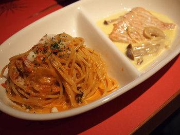 """メインの料理が2種類選べる""""TWO EAT""""ランチ1000円がお得♪パスタとお肉や、パスタと魚をお得な値段で一緒に楽しむことが出来るなんて嬉しいですよね。"""