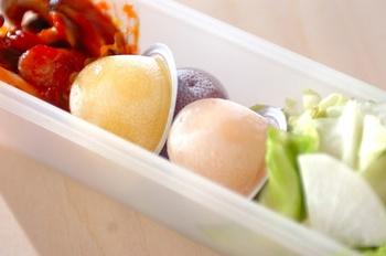 凍らせたひと口カップゼリーをお弁当箱に入れ、おかずを冷やす方法は、実践している方も多いのでは?