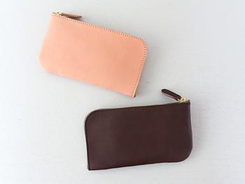 L字ファスナータイプの長財布。