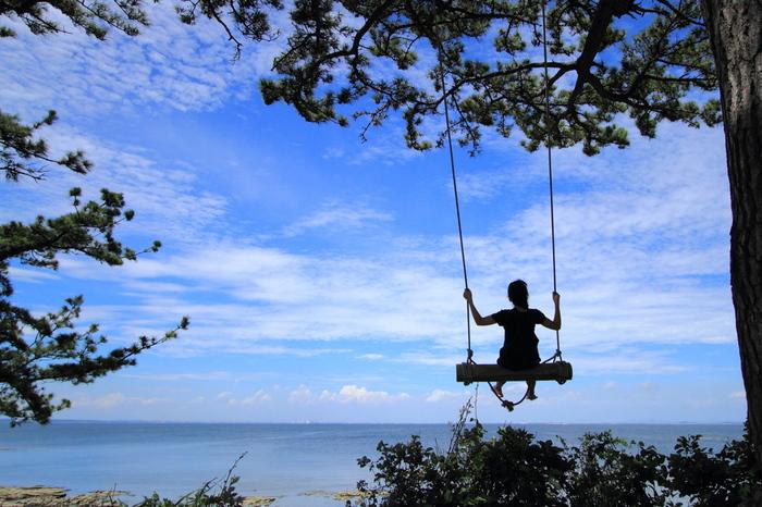知る人ぞ知る日間賀島の「ハイジブランコ」。 何もないが解放感あふれるスポットだ。