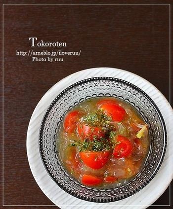 さっぱりしているところてんは、夏の食材、トマトとも好相性です。お好みで青海苔や辛子、ゴマなどをプラスしていただきます。