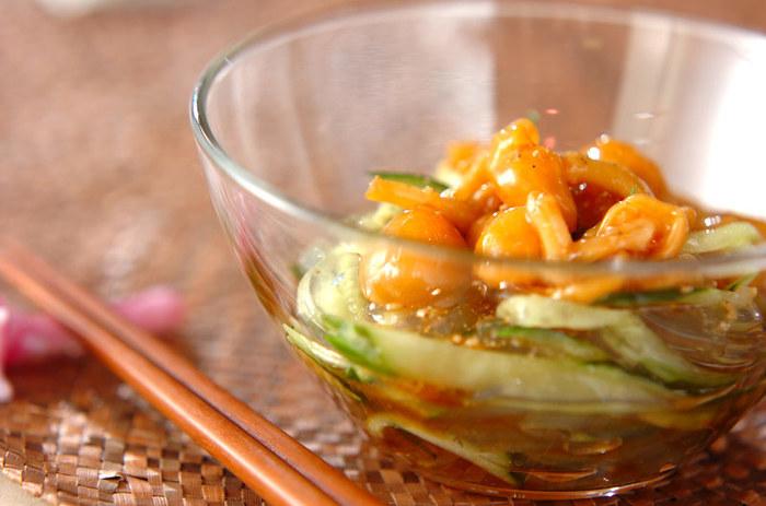 ところてんとなめこの食感が楽しい和え物は、ラー油や山椒を加えたちょっぴりスパイシーな味付けです。
