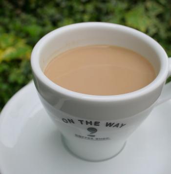 ドリップコーヒーにミルクを合わせたコーヒーミルク。飽きがこないシンプルなおいしさは、大きいマグでたくさん飲みたくなってしまいそう。