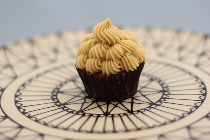 甘いモノのとりすぎにちょっと注意したいという人におすすめ。糖質オフのカップケーキ。バニラやチョコとフレーバーも選べます。
