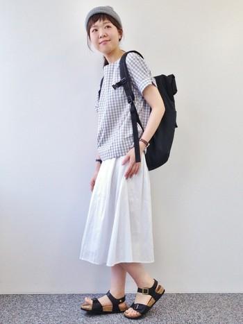2015年・春夏のトレンドの一つが『ギンガムチェック』です。清潔感タップリの柄なので、ホワイトスカートとの相性も抜群!