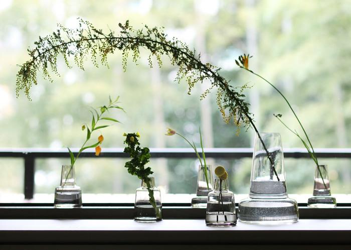 「フローラ」はデンマーク王室ご用達でもあるグラスウェアブランド、ホルムガードが発表した素敵なフラワーベース。デザインはルイーズ・キャンベル。シンプルで洗練された印象でインテリアをさりげなくクラスアップしてくれます。