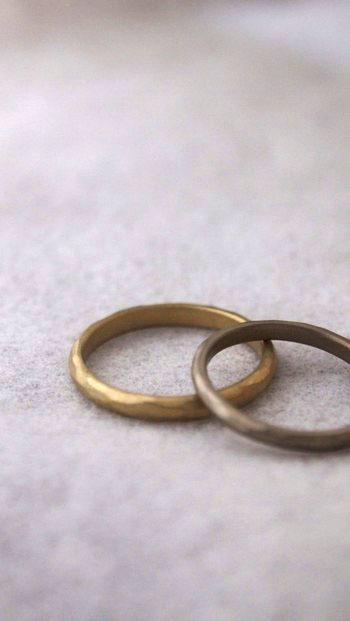 ふたりらしいフォルムの指輪を見つけたらぜひオーダーメイドでつくってみてください。 金属の種類を変えたり、幅も変えたり、ふたり好みの指輪にしましょう。