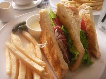 パスタやサンドイッチなどのメニューが夕方まで用意され…
