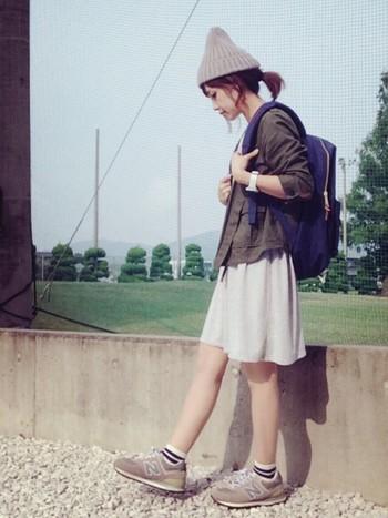 夏でもちょこんと乗っけよう。〈コットン/リネンニット帽〉の素敵コーデ