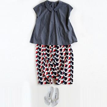 個性的なデザインの「錦鯉」。シンプルなトップスに合わせても可愛いですね。今回、そんな青衣の洋服や小物についてご紹介していきたいと思います。