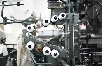 タオルが日本に伝えられた明治時代から大阪・泉州では今もなおタオル産業が続いています。泉州タオルの柔らかい肌触りを守る神藤タオル株式会社は明治40年からタオルの歴史とともに歩んできた老舗です。