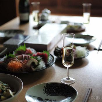 上品なフルートグラス。 和食器にぴったりの丸みを帯びたスタイリッシュ過ぎない優しい雰囲気です。